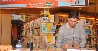 Fotos de la presentación del libro «La mancha espiral» | Ediciones Albores