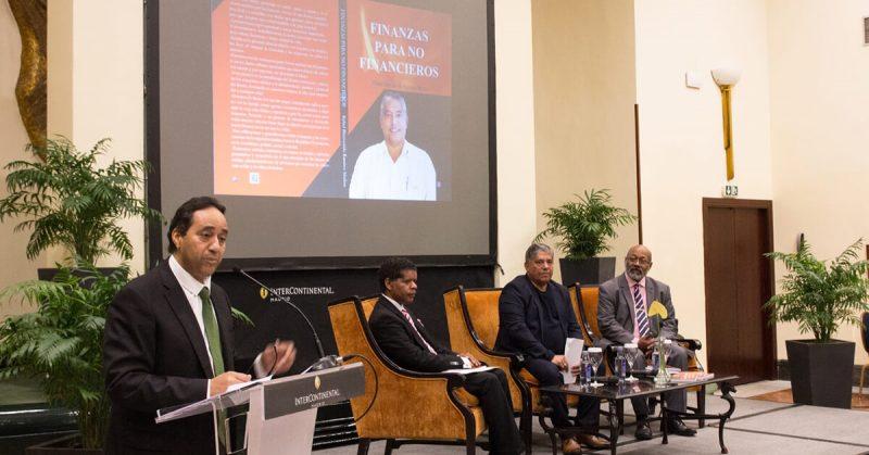 Fotos de la presentación del libro «Finanzas para no financieros» | Ediciones Albores