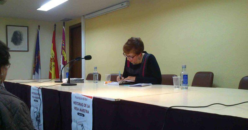 Fotos de la presentación del libro «Historias de la vieja maestra» | Ediciones Albores